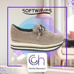 On adore la tendance compensée avec la marque Softwaves, venez les découvrir en boutique et sur https://www.charlychaussures.com/  #compensée #rentrée #look